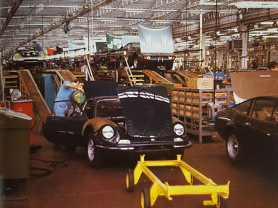 Another view of the twin assembly lines at Ferrari in 1972, showing a 246 GT and a 365 GTC/4 receiving final work before road testing. Note how few were painted